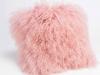 perna roz pal decorativa cu un aspect pufos