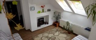O locuință caldă și luminoasă amenajată la mansardă